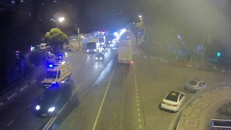 Шофёр пассажирского автобуса вСочи насмерть сбил женщину