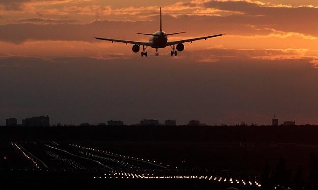 Летевший изПетербурга вСочи самолет экстренно приземлился воВнуково