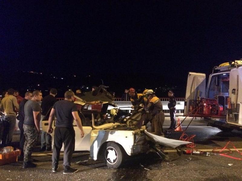 Гражданин  Сочи оказался заблокирован вавтомобиле в итоге  тройного ДТП