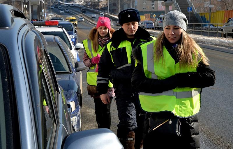 Русских водителей оденут всветоотражающие куртки ижилеты