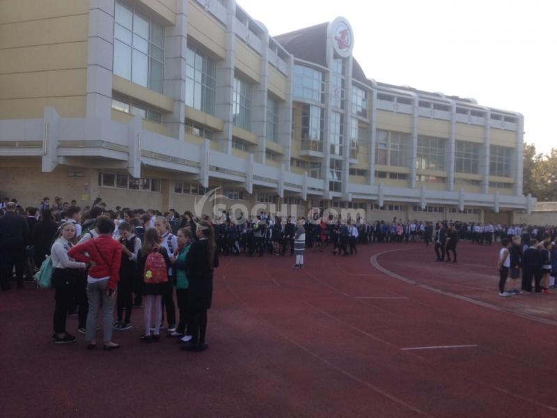 Измосковской школы эвакуировали неменее 500 человек