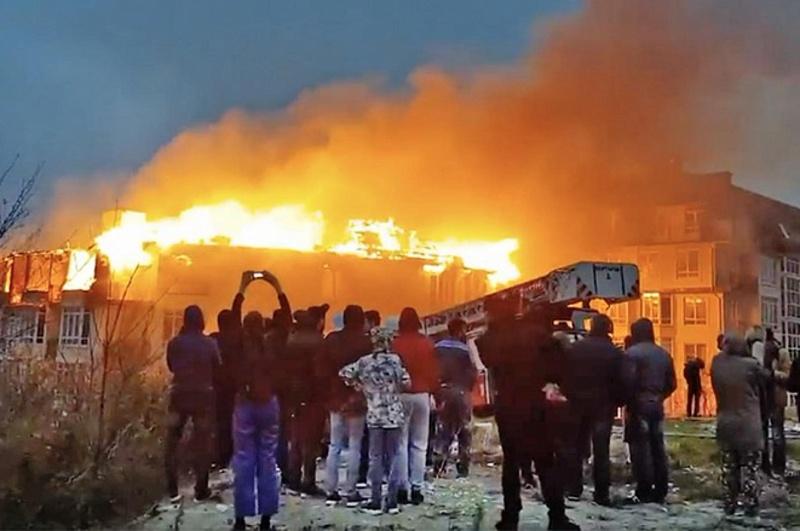 Власти Сочи помогут жителям сгоревшего пятиэтажного дома